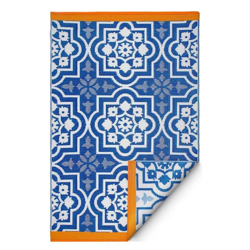 Fab Hab Outdoorteppich Puebla Blue aus recyceltem Plastik blau/weiß 150x240 cm